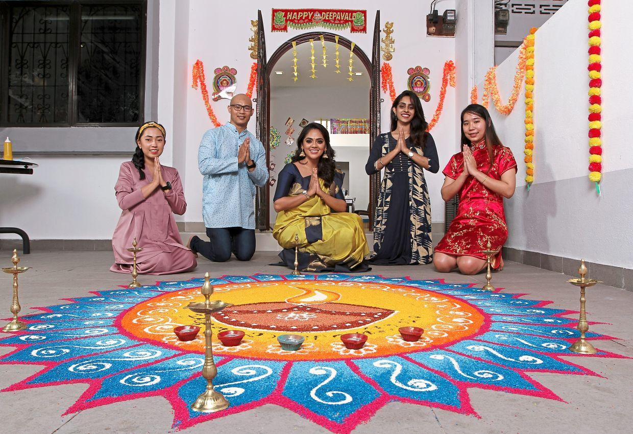 Revathy  (centre) has always made it a point to celebrate Deepavali with her  multiracial friends (from left) Noor Athirah,  Kim Seng, Laavanya and Kim Peng.  — Photos: YAP CHEE HONG/The Star