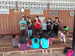 Kenyah woman gives free English lessons to longhouse children