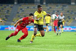 Brazilian Santos and Bosnian Isic the toast of Seladang's big victory