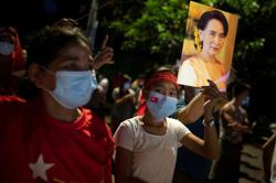Aung San Suu Kyi's ruling party claims resounding election win in Myanmar