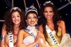 Priyanka Chopra's dress nearly came off when she was crowned Miss World 2000
