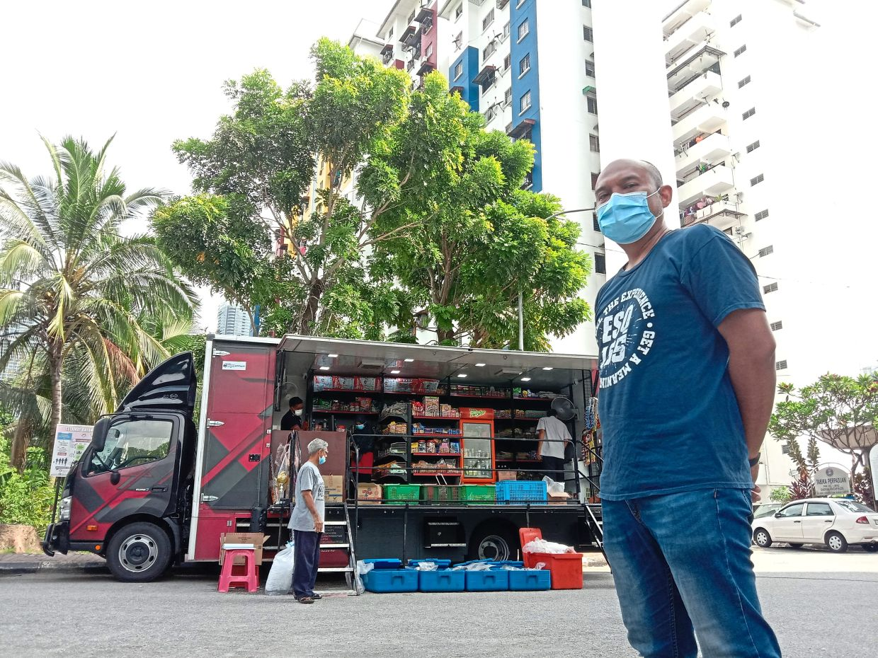 Muhammad Ariff says cooperation is crucial between the truck operators and residents for the programme's success.