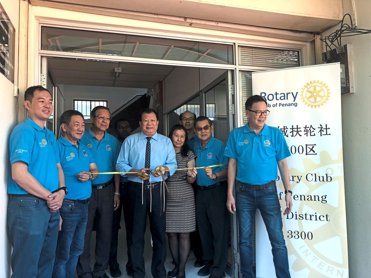 Dialysis Centre, which is managed by the Penang Rotary Club, to benefit members of the community.