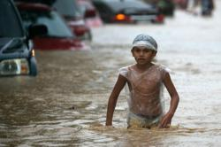 Typhoon causes major flooding in Philippine capital