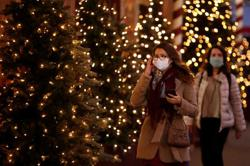 Paris boulevards deserted as lockdown claims Christmas shopping trade