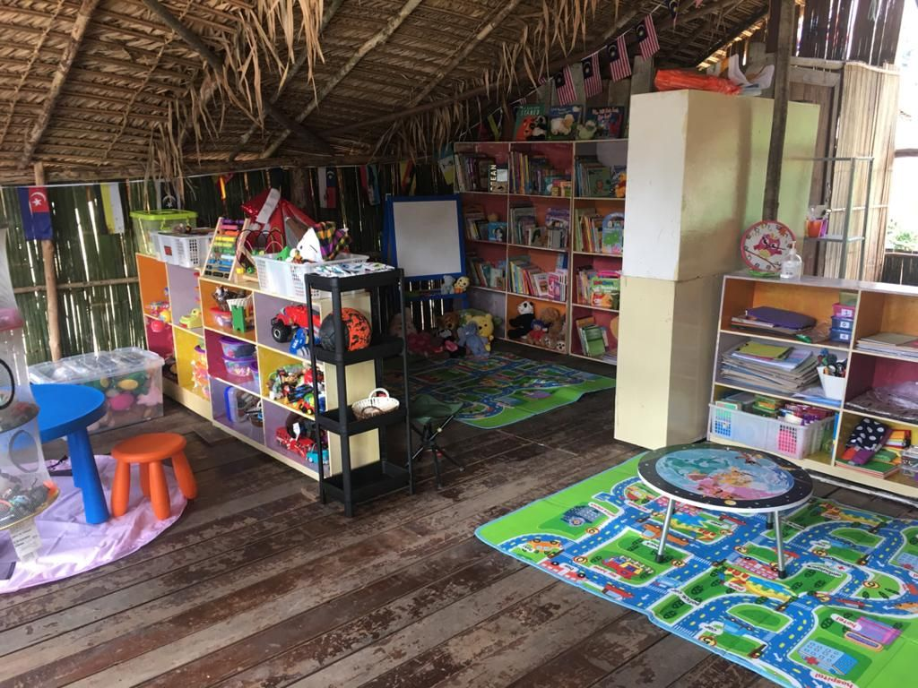 Using second hand books and furniture, Safinar and her team of volunteers helped the Orang Asli community set up Ruman Baca or reading hubs in the villages.