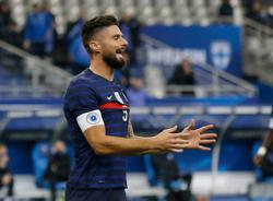 Giroud needs to sort Chelsea situation, says France coach Deschamps