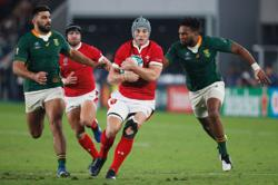 Davies' participation against Georgia in doubt due to knee injury