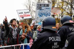 German police clash with protesters angry at Merkel's coronavirus law