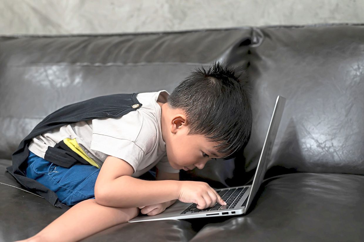 Parents of young children need to draw up a time table to regulate the amount of time children spend online and also to make sure they do a variety of activities during the day. Photo: 123rf.com