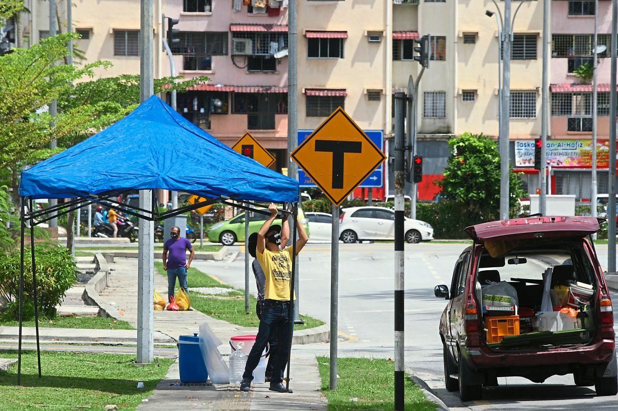 Temporary stalls are being set up at five-foot ways around Kuala Lumpur in the wake of the new policy.