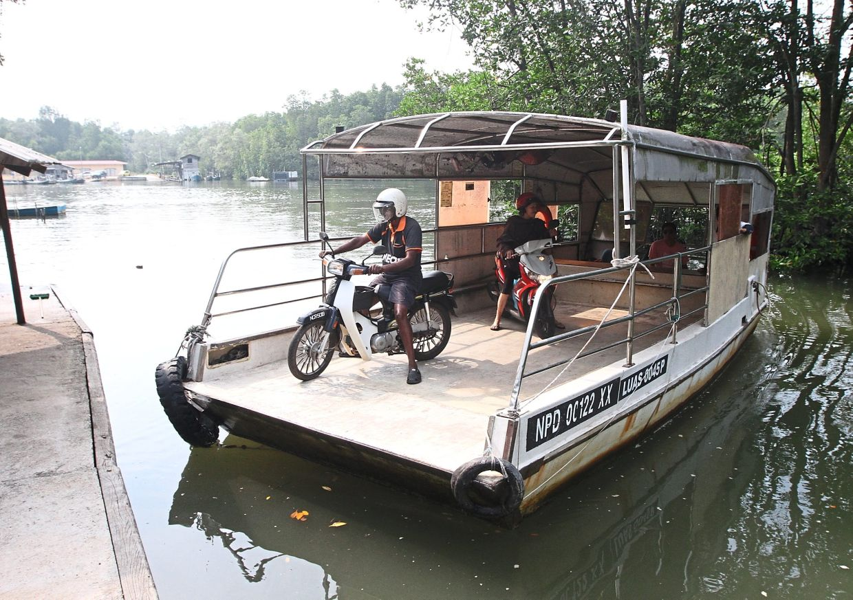 The Sungai Pelek river taxi operator ferrying  commuters to and from Bukt Pelanduk  has been  run by three generations for over a century now.  — Filepic