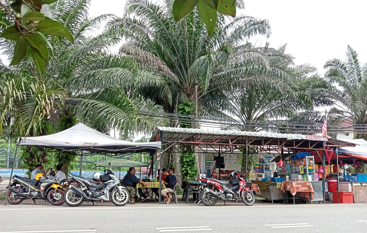 This nameless roadside cafe, opposite the village mosque, is a popular spot with locals who come here for 'asam laksa' and 'sup tulang'.