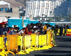 Spain to set up camps for 7,000 migrants in overwhelmed Canary Islands
