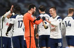 Spurs go top, Chelsea keep pace, United move above City