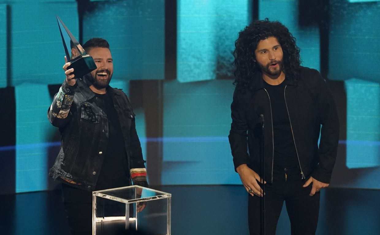 Shay Mooney (left) and Dan Smyers, of Dan + Shay, accept the award for collaboration of the year for '10,000 Hours. Photo: AP