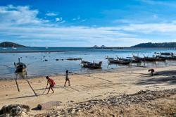 'Sea gypsies' find relief as pandemic halts tourism