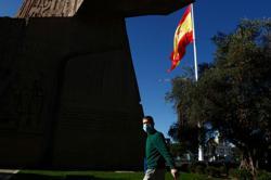 Feliz Navidad? Coronavirus Christmas could limit parties in Spain, newspaper says