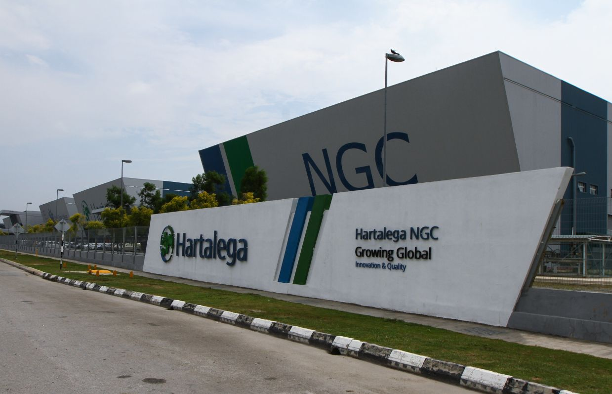 ts other counterpart in the index, Hartalega, lost 28 sen to RM14.18, which translated to a 1.46 points drop in the index as market sentiments turned bearish yesterday with 1,093 decliners across the board.