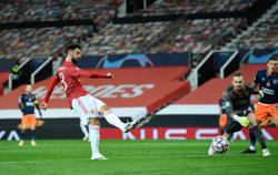 Fernandes double helps United beat Istanbul Basaksehir