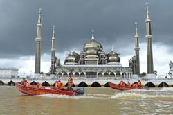 Terengganu flood worsens as water levels and number of evacuees continue to rise