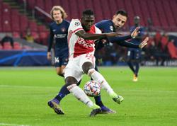 Ajax beat Midtjylland to stay second in Champions League group