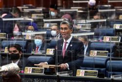 Tengku Zafrul: Govt agrees to extend one-off RM300 payment for all frontliners including police, army