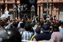 Argentina government says Maradona wake will be extended amid clashes