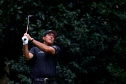 Mickelson and Barkley cruise to victory in The Match