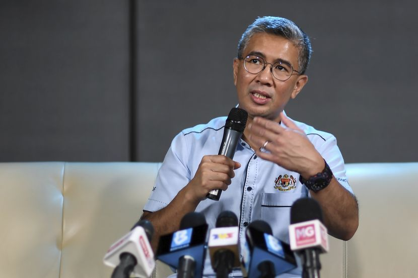 ""\""""I want to focus on how I think I can help towards Malaysia's fight against COVID-19 and improve our economic standing. So, my focus is on the economy, """"  Tengku Datuk Seri Zafrul Tengku Abdul Aziz told Bernama in an interview.""830|553|?|en|2|518089f6f88adbf69aee11d047d35c0e|False|UNSURE|0.28275585174560547