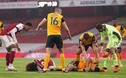 Wolves striker Jimenez taken to hospital with head injury
