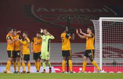 Wolves hang on for 2-1 win at Arsenal after Jimenez injury