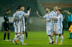 Lukaku double in 3-2 win at Glabdach keeps Inter hopes alive