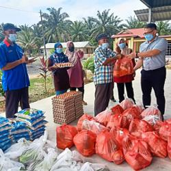 MP's office hands out food aid to needy in Ayer Hitam