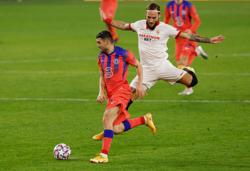 Four-goal Giroud seals top spot for dominant Chelsea