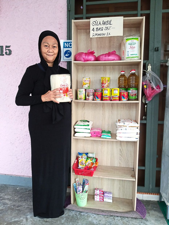 Aminah Haron at the Gerobok Rezeki Komuniti at Rumah Anak-Anak Yatim Shafar in Jalan Limau, Kampung Pasir, Johor Baru.