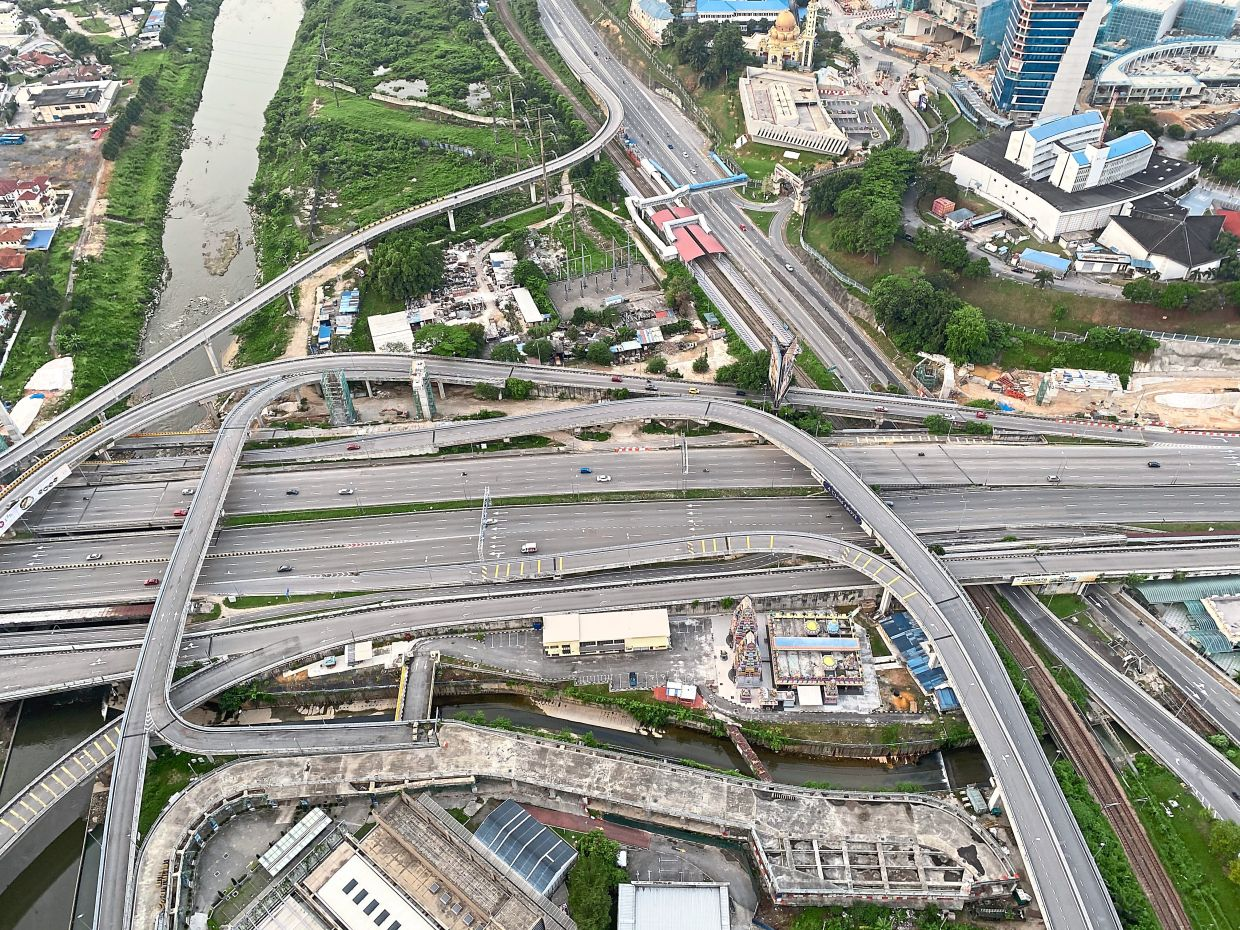 Malaysian roads are usually gray-ish in colour. — LEESAN