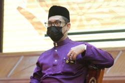 Ahmad Faizal Azumu accepts vote of confidence loss 'wholeheartedly'