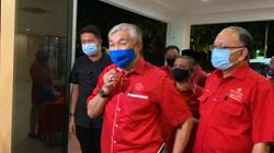 Zahid, other Umno leaders arrive at party HQ in Perak for special meeting
