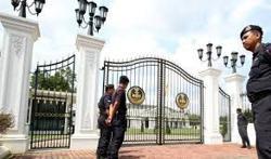Bersatu, PAS assemblymen arrive to seek audience with Perak Ruler