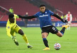 Canny Atalanta win at Ajax to reach last 16