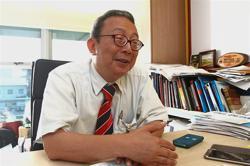 UM's Prof Ng Kwan Hoong receives prestigious Merdeka Award