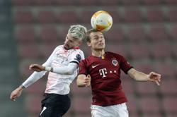 Hauge strikes as Milan edge 10-man Sparta