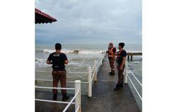 Man believed to have drowned after falling off scaffold at Tanjung Balau