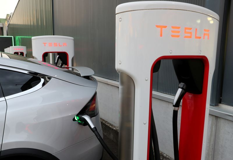 Image of article 'Are Tesla's shares worth $90 or $780? Wall Street can't decide'