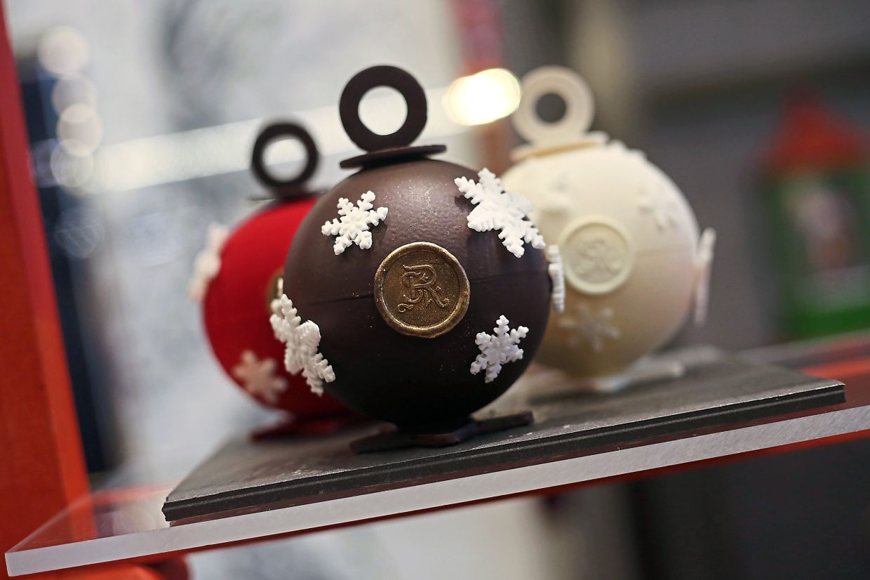 Hand-crafted Chocolate Bonbonnier look like Christmas baubles but these have sweet treasures within. Break it and find out.