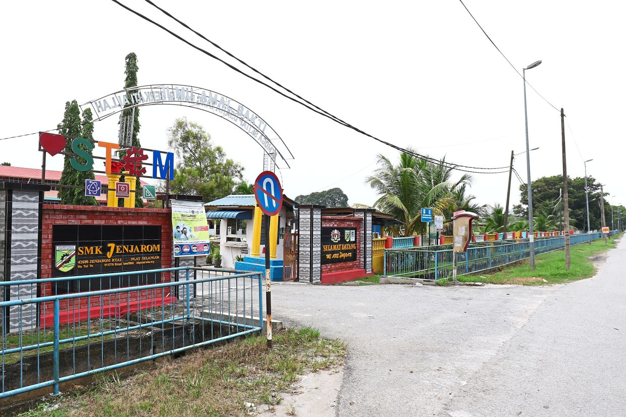 Villagers worry that chemical by-products will affect the health of schoolchildren as SMK Jenjarom is located about 500m away from the factory site.