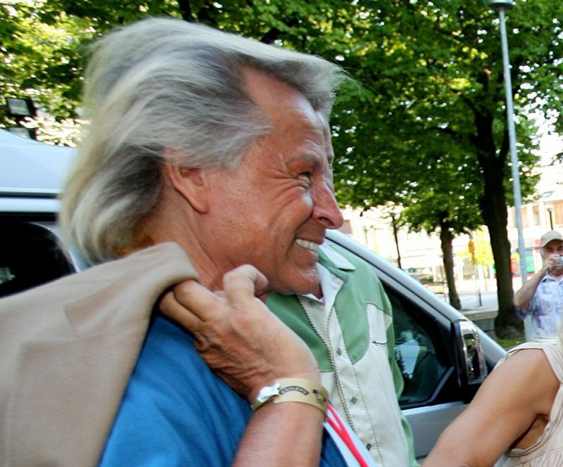 Canadian fashion mogul Peter Nygard indicted in U.S. on sex trafficking charges thumbnail