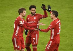 Bayern sink Wolfsburg with Lewandowski double, Leverkusen stay top