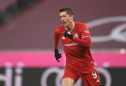 Soccer-Lewandowski beats Messi and Ronaldo to FIFA Best Player Award